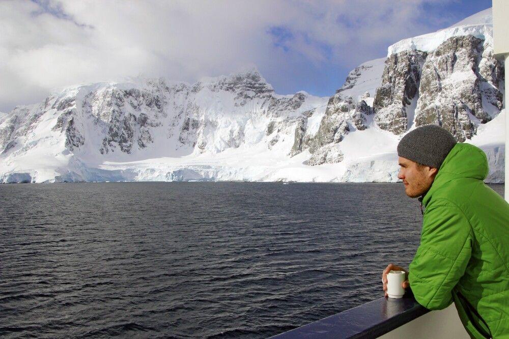 Enspannte Panoramafahrt durch die Inselwelt der Antarktischen Halbinsel