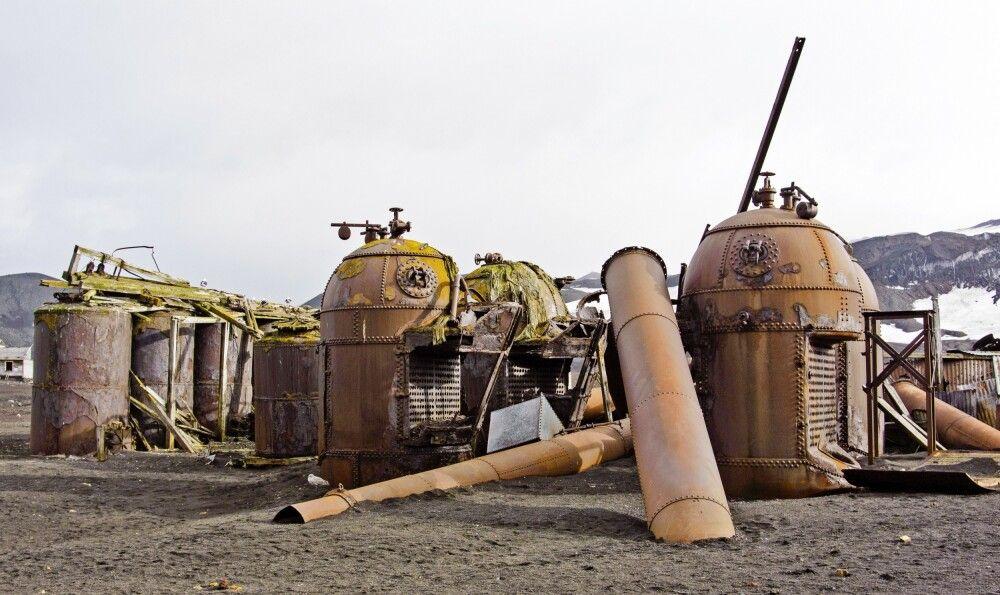 Überreste einer alten Walfangstation auf Deception Island