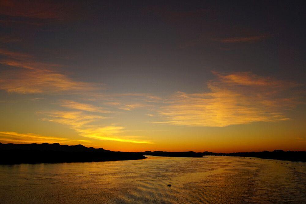 Sonnenuntergang über dem Rio Paraguay im südlichen Pantanal