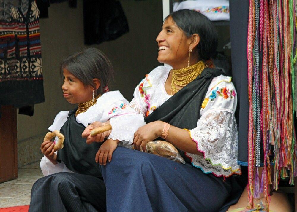 Mutter und Tochter in Otavalo