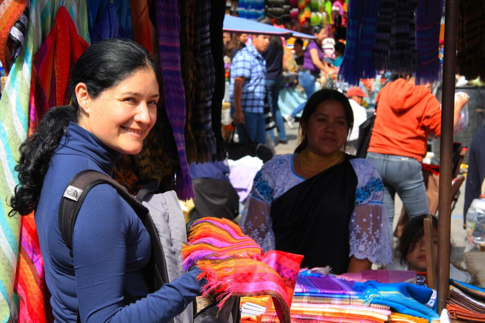 Bunter Marktstand in Otavalo