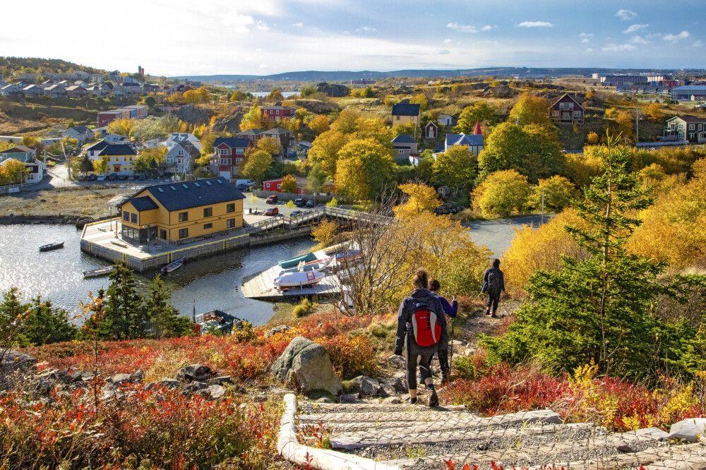 Wanderer erreichen Quidi Vidi Village nahe St. John's, Neufundland