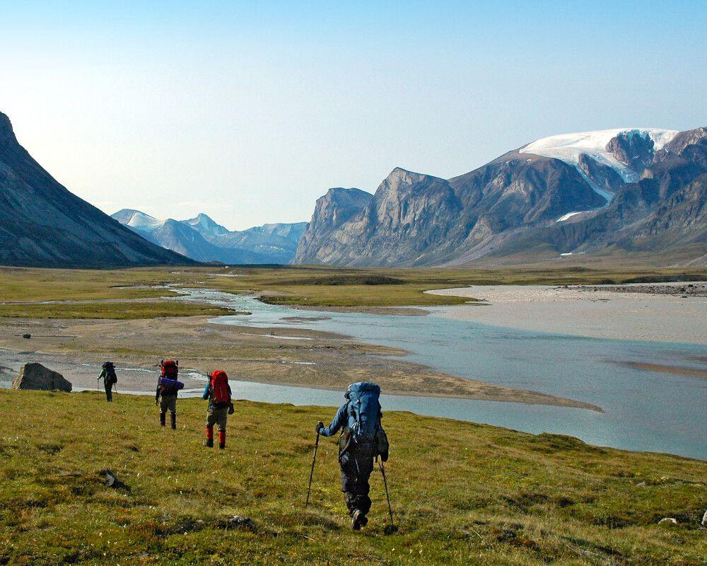 Wanderer im Auyuittuq National Park, Baffin Island
