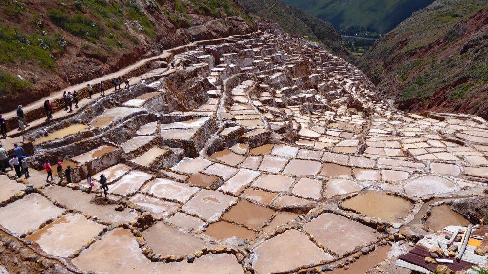 Die faszinierenden Salzterrassen von Maras im Heiligen Tal