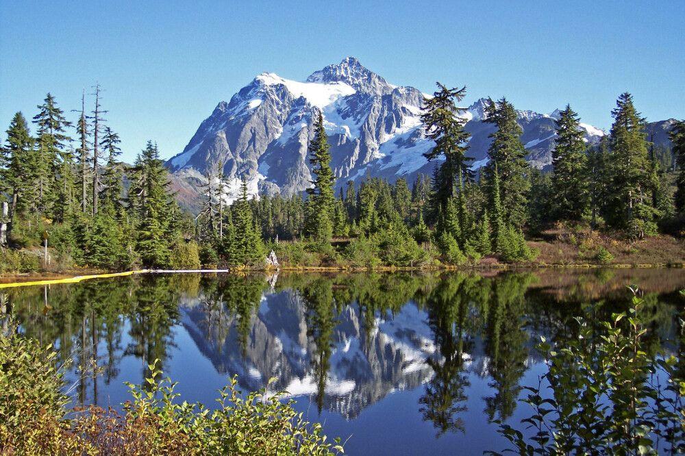 Der Mount Shuksan spiegelt sich im Picture Lake, Washington State
