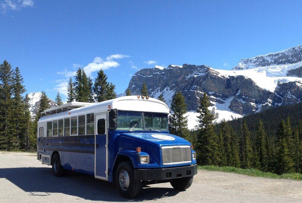 Unterwegs mit einem umgebauten Schulbus