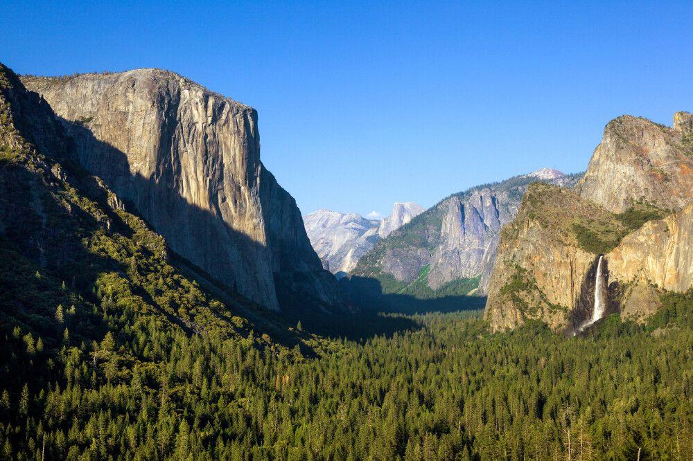 Yosemite Valley mit El Capitan und Bridalveil Falls
